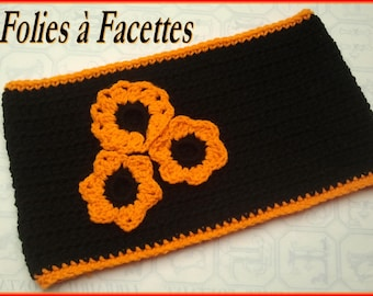 Choker snood soft black and orange and a bouquet of crocheted flowers