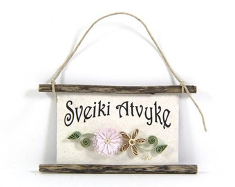 Quilled Magnet -335 - Sveiki Atvyke- Lithuanian Welcome,Pale Speckled Flowers, Lavender and Straw Decor