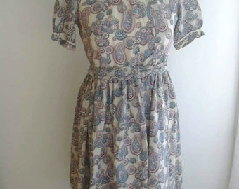années 1940 floral rose clair robe bleu clair fleuri beaucoup de détails de soie robe UK 10 nous petit 6
