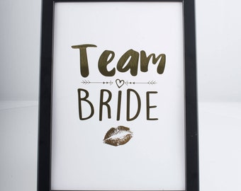 Team Bride - Lipstick Kiss Miss Frame - Great Alternative to Hen  Party Gift Book - Bachelorette