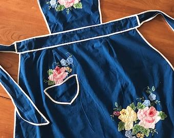 Like new - Vintage 1960s floral-applique hostess apron