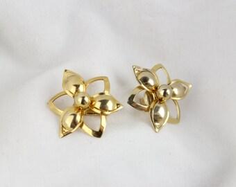 Vintage Flower Power Gold 3D Clip On Earrings
