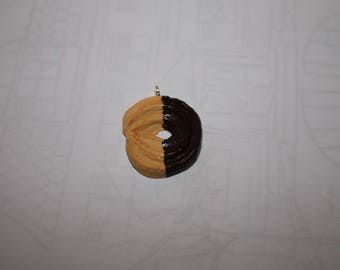 biscuit charm type sprits dipped in chocolate right / charm
