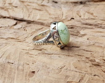 Mint green chrysophase silver ring | Ring of fire- green stone ring handcarved ring, insipired by the sacred language of Maori Whakairo.