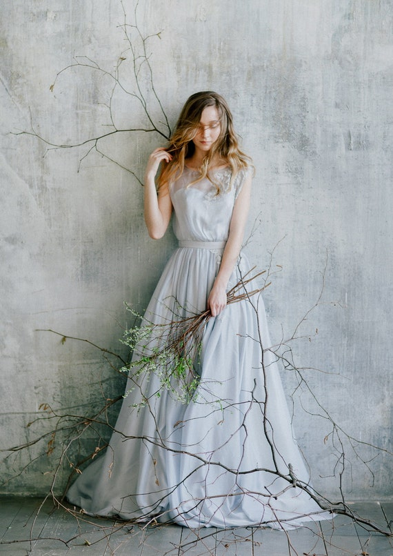 Blau grau Boho Hochzeitskleid mit Spitzenapplikationen