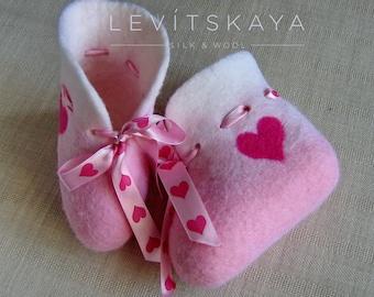 Wool Felted Baby Booties - Newborn Booties - Warm Baby Boots - Pink Baby Girl Shoes - Wet Felted Kids Booties - Baby Shower Gift - OOAK Gift