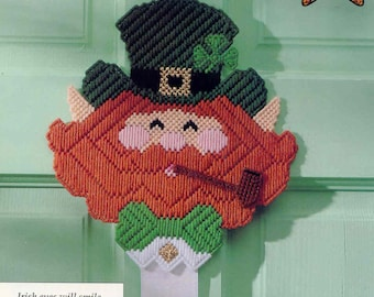 Welcoming Leprechaun  -   plastic canvas pattern - St. Patrick's Day pattern