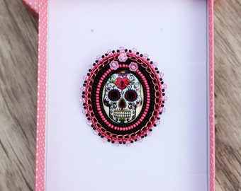 "Brooch Pin Badge embroidered beads "" Skull """