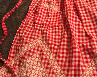 Red & white check apron
