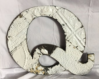 """1890's Reclaimed  Tin Ceiling Wrapped 16"""" Letter """"Q"""" Patchwork White Metal Mosaic Wall Hanging 45-17i"""
