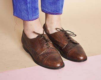 90s CLASSIC brogues classic oxfords leather oxfords RETRO brogues prep oxfords MOD oxfords preppy oxfords / Size 7 us / 4.5 uk / 37.5 eu