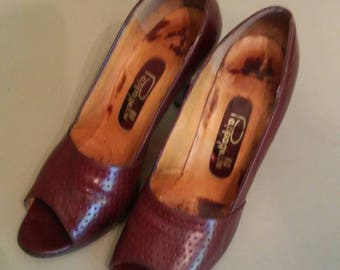 Vintage 80s Pappagallo Oxblood open toe leather pumps