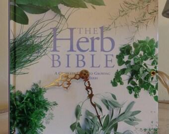 The Herb Bibl =e Book Clock