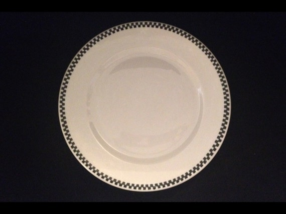 """FREE SHIPPING-Fabulous-Carr-China-Restaurant Ware-Checkered Edge-Black Chain-Very Durable-9 1/2""""-Plate"""