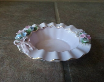 Vintage Pink Trinket / Jewelry Dishes Relief Flower Almak Creation Japan, Excellent Condition, Great Detail, Beautiful Gift