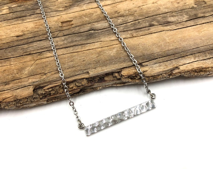 FRANCES: textured bar necklace