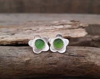 Green Stone Earrings, Minimalist Flower Earrings, Minimalist Silver Studs, Sterling Silver Fower Stud Earrings, Green Serpentine Earrings