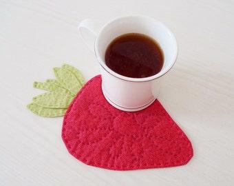 Strawberry mug rug PDF sewing pattern - mug rug pattern - strawberry pattern - quilted mug rug pattern - digital download sewing pattern