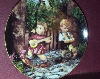 1990 M.I.Hummel 'Private Parade' Little Companions Plate collection