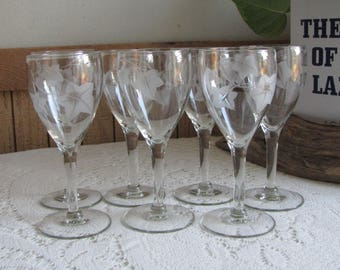 Etched Ivy Small Wine Glasses Set of Seven (7) Wineglasses Vintage Bar and Drinkware Cordial or Sherry Set