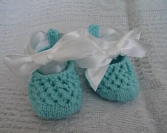 Hand knit baby booties - Peek-a-Booties