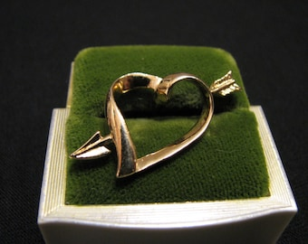 "Vintage Avon 1983  ""Love Struck"" Gold Tone Heart with Shooting Arrow Pin Brooch"