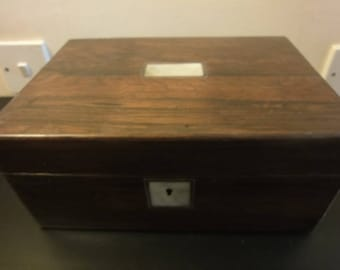 Victorian ladies rosewood travelling work/jewellery box circa 1880 with lift out tray