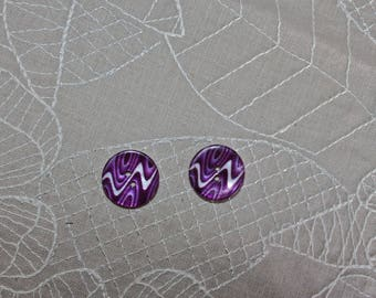 2 Purple zigzag mother of Pearl buttons