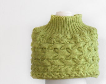 Apple green capelet.Hand knit capelet.  Green capelet knitted by hand. Woman fashion capelete. Romantic fashion capelet.