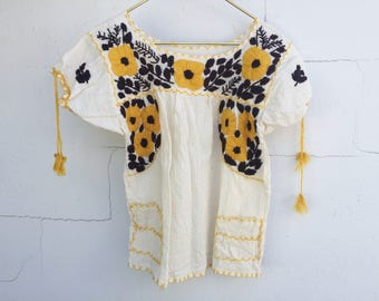70s Vintage Mexican Embroidered Floral Blouse // Peasant Top // Shirt // Yellow & Brown // Boho // Hippie // Bohemian // Loose Cream Top