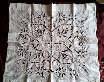 Beautiful Vintage Open Work Linen Table Topper~Large Doily