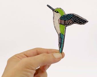 Broche colibri, bijou oiseau multicolore, broderie de perles disponible en plusieurs couleurs