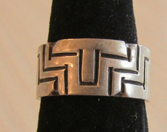Sterling Silver Band Ring from Mexico  Geometric Design  Size 8 1/2