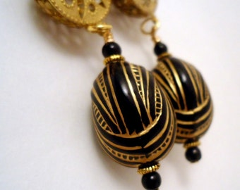 Black Earrings - Gold Jewelry - Vintage Beads - Etched Jewellery - Handmade - Filigree - Retro Fashion