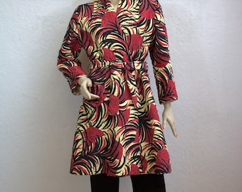 """1940's """"Sandora"""" Red and Black Quilted Lounging Robe / Size: Medium"""