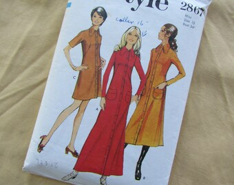 Retro 1971 Size 34 Inch Deep Collar Dress with Front Buttons and Three Lengths - Vintage Style Sewing Pattern No 2867