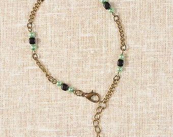 Bracelet Green Pearl glass beads and bronze metal chain