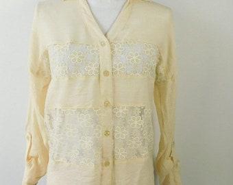 30% SPRING SALE Vintage 90's 1990s Ivory Sunflower Print White Cream Crochet Collared Button Up Long Sleeve Blouse Shirt Top Sz Medium