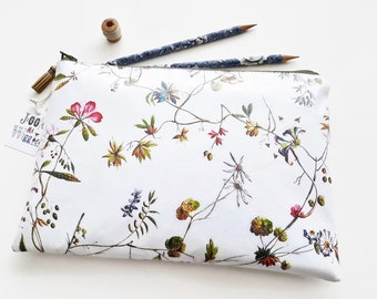 Large Vegan Oilcloth Waterproof Botanical print Washbag,floral cosmetic bag,flowers,ditsy sleeve,floral makeup bag.Vegan pouch,Eco friendly