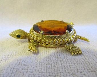 Vintage Animal Turtle Goldtone Amber Glass Brooch Pin