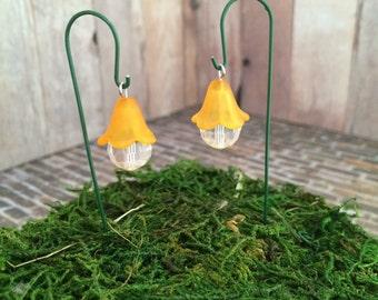 Accesorios jardín de hadas linterna de jardín en miniatura set de 2 colgantes estilo flor de linterna con el gancho de pastores