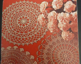 Doilies - hairpin lace, tatted, knit and crochet by Coats & Clark - Book No. 197 - 949