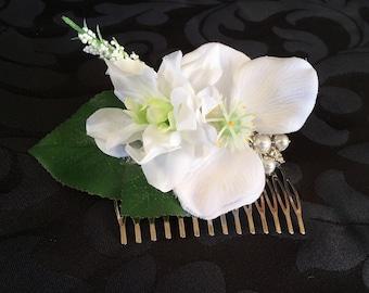 Elegant white flower hair comb