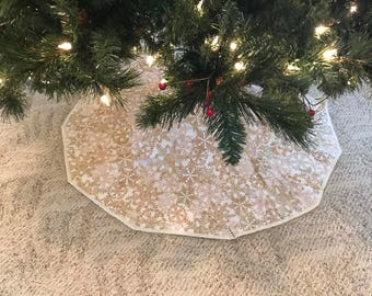 Reversible Tree Skirt for the smaller tree