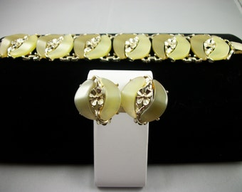 SALE      Vintage Yellow and Gold Tone Lucite Bracelet and Matching Clip Earrings