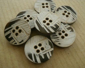 Set of 2 round buttons coconut, engraved beige patterns, 23 mm diameter