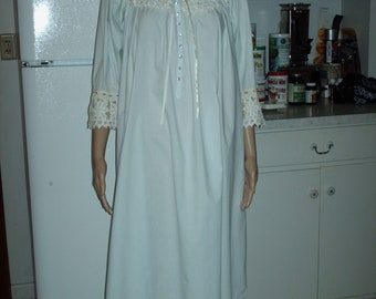 Vandemere Nightgown Baby blue Vintage Sleepwear Small