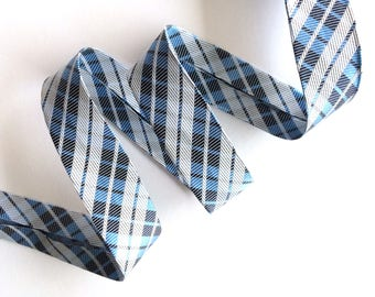 Bias has pre-folded checkered blue sold by the yard