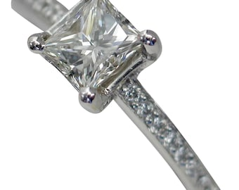 BRILLIANT 18kt 0.76ctw Princess Cut Diamond Engagement Ring