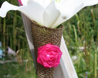 Burlap wedding cone with pink flowers
